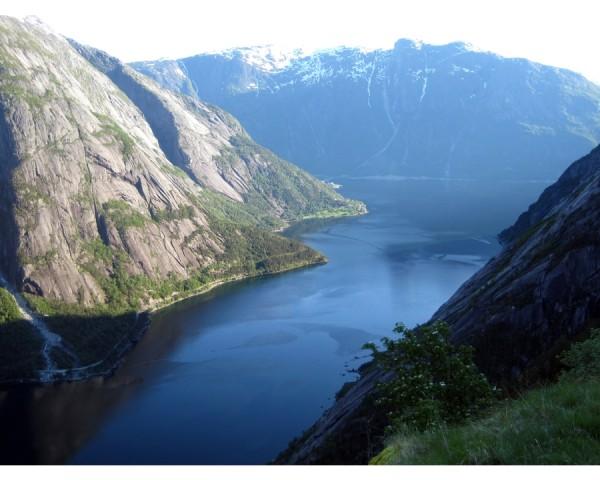 Οι Βίκινγκ και οι Νορβηγοί εξερευνητές έπλευσαν πριν χιλιάδες χρόνια σε αυτά τα νερά και τώρα το ίδιο μπορείτε να κάνετε και εσείς σε μια κρουαζιέρα στην Σκανδιναβία.